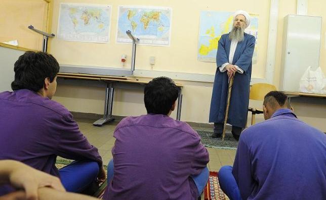 """"""" Freitagsgebet""""  mit Imam Hussamuddin Meyer in der JVA Holzstraße"""